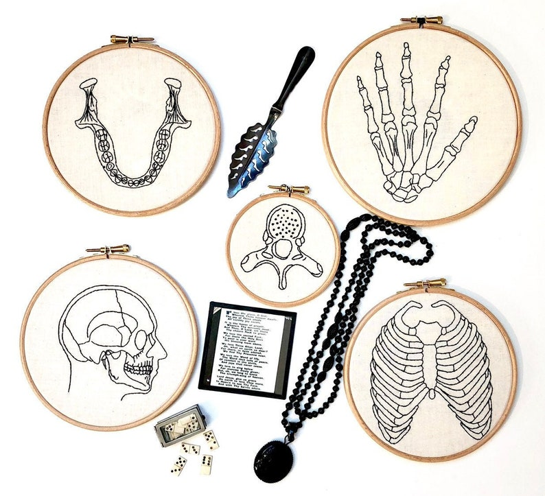 Beginner level. Hand embroidery pattern Skeleton Tutorial in English or in French Modern Embroidery Kit DIY kit Rib Cage
