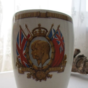 Vintage Queen Elizabeth II Original Paper Plates x 8 Silver Jubilee 1977