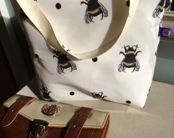 Bee tote bag, bumble bee tote bag, for bee lovers, for bee keepers, bumble bee gift, bee gift