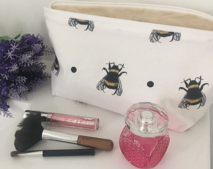 Bee, bumble bee, makeup bag, cosmetics bag, pencil case, for bee lovers, for bee keepers, for makeup lovers, bee gift