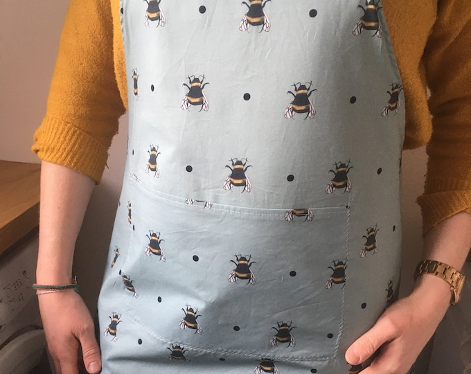 Bee apron, bumble bee apron, pinny, half apron, for bee lovers, bee gift, for bakers