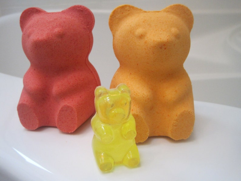 f77e2b97db63dc LARGE Gummy Bear bath bomb with Gummy Bear Soap Inside