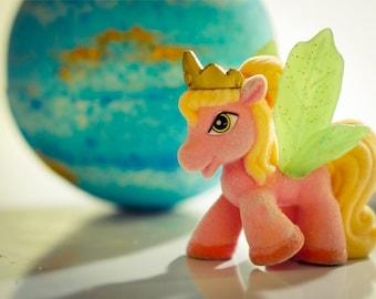 UNICORN  Bath Bomb - Glittering Bath Bomb with Unicorn Toy Inside