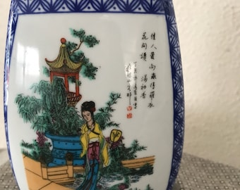 "Three sides Asian vase.  5-1/4"" tall, 3"" width, good condition ."