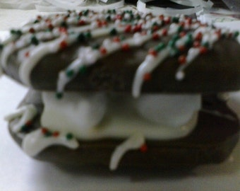 12 Holiday Smores, chocolate, marshmallow, candy cane, melt in your mouth, sprinkles