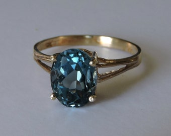 Beautiful London Blue Topaz 10k Yellow Gold Ring Size 7