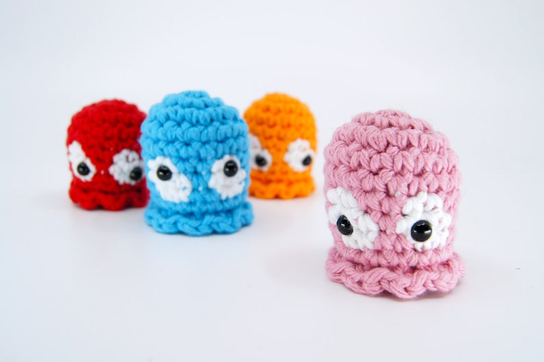Crocheted Pacman Ghost Keychain / Finger Puppet image 0