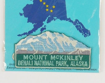 WA Alaska Denali Wolf Vintage Souvenir Travel Patch from IAAC in Seattle