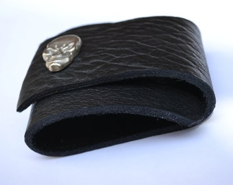 Black thick leather wrap cuff with skull snap