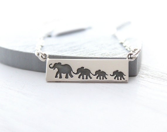Mama and baby elephant necklace, new mom gift, baby shower gift. Elephant necklace in silver. Mama elephant, mother daughter jewelry