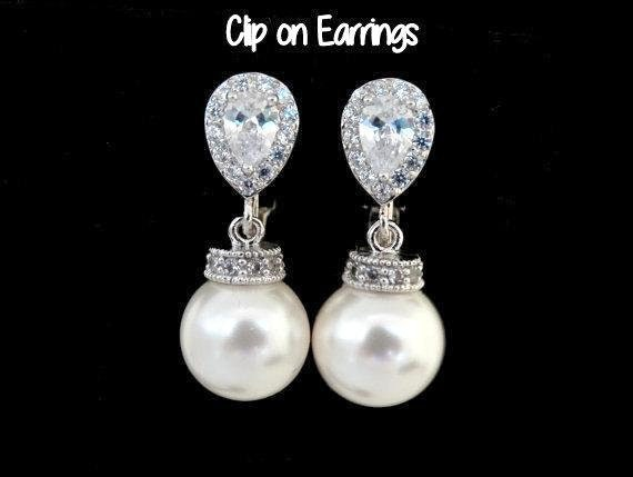 Clip On Earrings wedding jewelry • White Pearls Ivory Pearls earrings • Bridal earrings • Clip ons Earrings • non pierced earrings