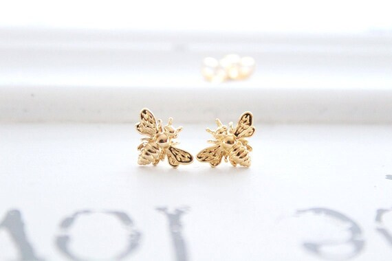 Bee earrings in 14k gold filled, Bumble bee earrings, honey Bee Earrings, bee Jewelry, Insect earrings, Gift for her, Christmas gift