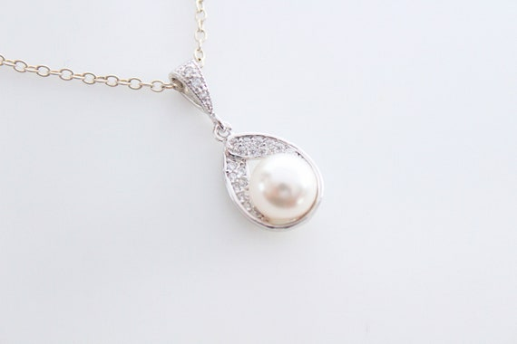 Pearl necklace Wedding with Swarovski crystal Pearl pendant in silver • Bridal Jewelry • Bridesmaid Gift • Wedding jewelry White or cream