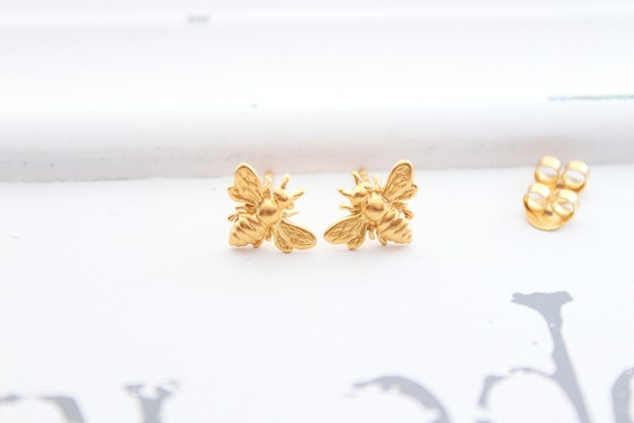 Bee Stud earrings gold, Bee earrings, Honey Bee Earrings, Bee Jewelry, Bumble bee earrings, Stud earrings gold, Bee studs