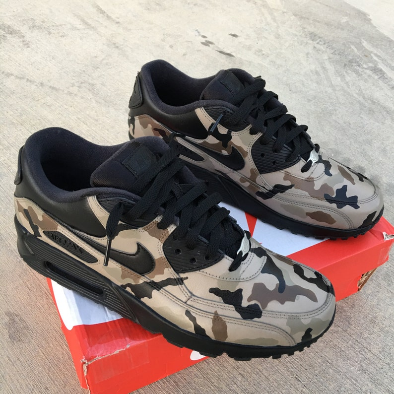 coupe classique d48fe 0425b Camouflage Nike Air Max 90 - Custom Painted Sneakers 'Desert Camo