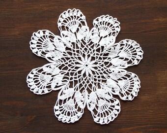White Circle Crochet doily, vintage round Doily FREE SHIPPING