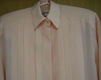 5c9dbc90d73535 vintage peach  Linda Allard for Ellen Tracy  silk blouse with pleated front  - size 8