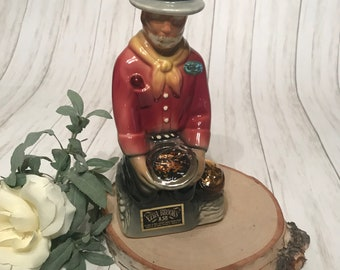 Miniature Dollhouse Gold colored plated PanHandler Figurine