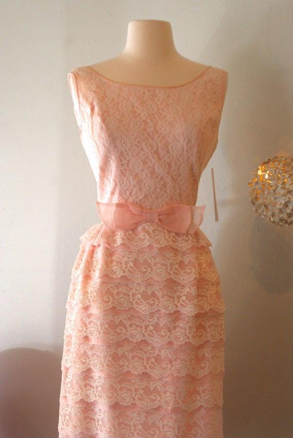 Vintage 1960s blush pink tiered lace cupcake roman