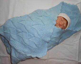 Baby-blanket for newborn 0-6 months in light blue.