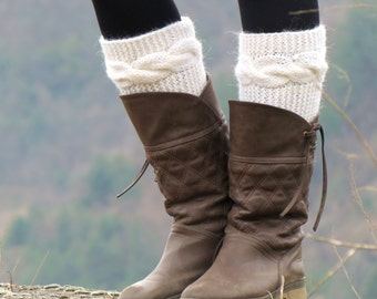Knitted Boot Cuff  Woman  - ivory Short Cable Knit Boot Cuffs. Short Leg Warmers. Crochet Boot Cuffs. ivory Legwear