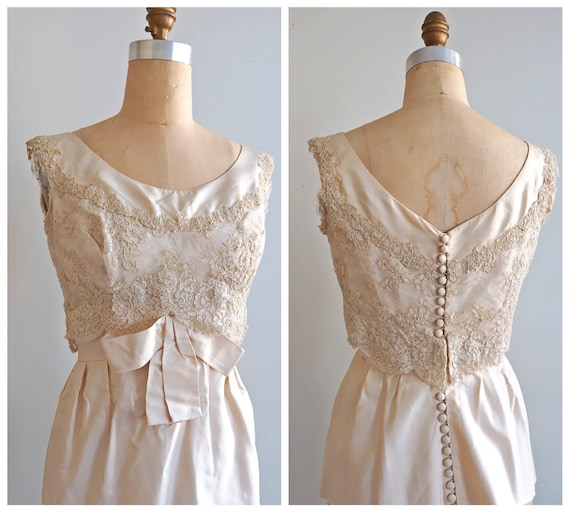Vintage Black Lace OverBlouse Size 38 Sleeveless Blouse Covered Buttons in Back Beige Liner