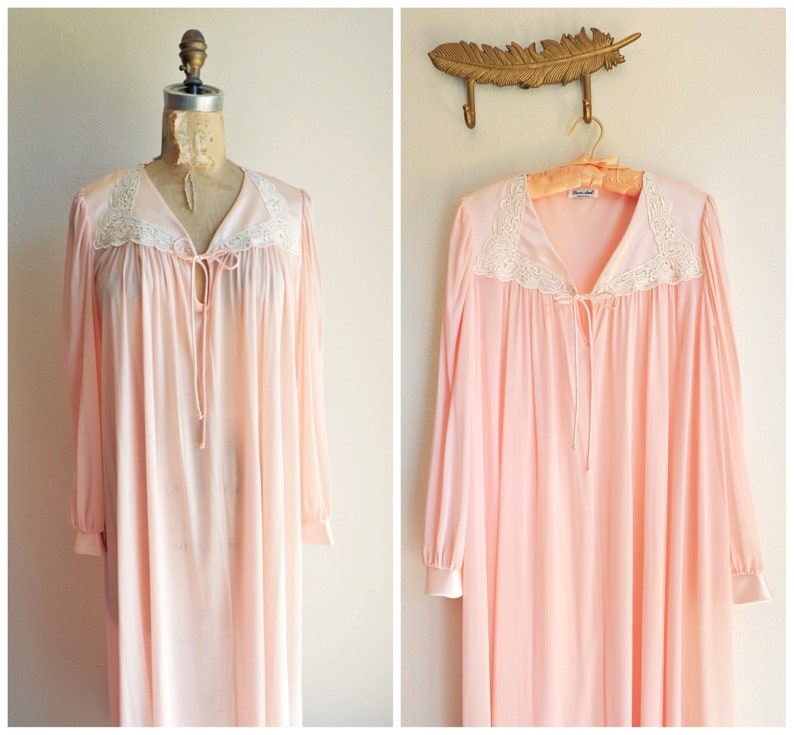 70a2dbb5f7f Vintage Womens Pink Lace Nylon Night Robe Size Large