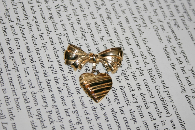 Avon Heart and Bow Mother Brooch Sentiment Pin I Love You Mother 1986 Gold Tone Scarf Pin