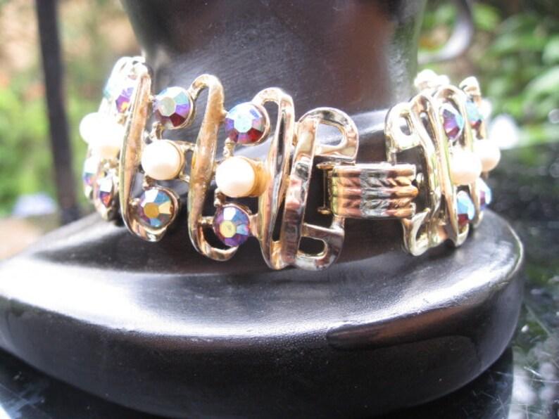 costume jewellery Vintage Beautiful Aurora Borealis and pearl bracelet