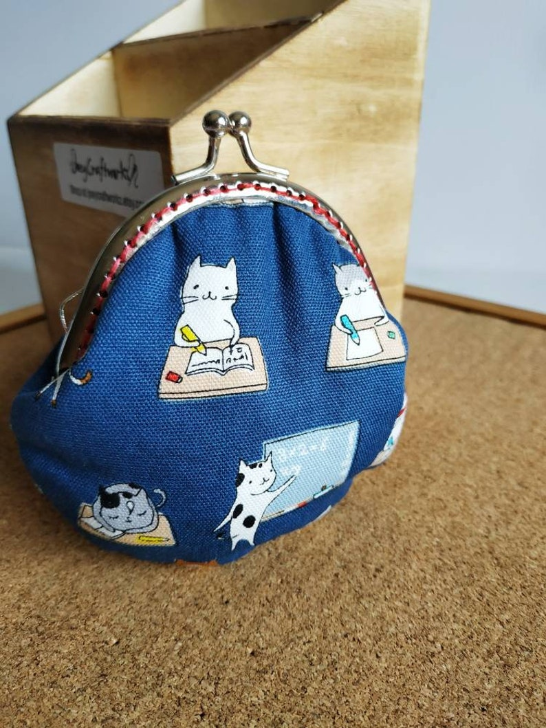 Cats in school clasp purse / Kisslock pouch image 0