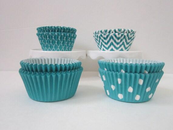 Aqua / Peacock ~ Standard Size ~ DESIGNER GREASE RESISTANT ~ BakeBright ~ Baking liners (set of 50)