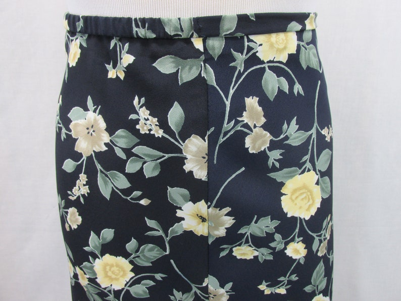 Vintage clothing,floral maxi skirt,size Large womens,yellow roses fast ship navyblue,flare swing skirt,90s,Made in USA,long summer skirt