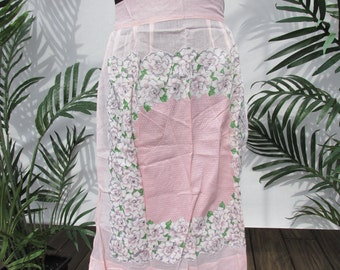 vinatge sheer half apron , vintage apron , cooks apron , sheer pink , large pocket , vinatge camper , retro apron , vintage linens , kitchen