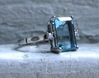 Vintage Aquamarine and Diamond Ring in Platinum - 4.08ct.