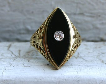 Neat Vintage 15K Yellow Gold Diamond and Onyx Ring.