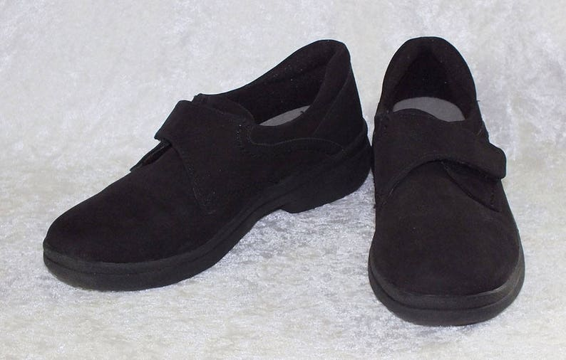 ccd3ff0175d65 Cobbie Cuddlers Black Loafer Shoes Size 5 Wide Used | Etsy