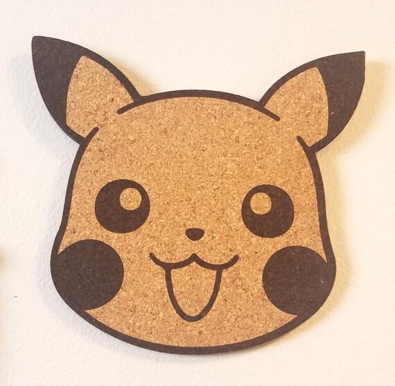 Pikachu Face Cork Board France Affichage d'épingle d'émail Panneau de liège coupé au laser (fr) Décor fait main