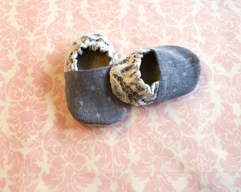 Chambray & lace baby shoes/ baby shoes/ infant shoes/ baby girl