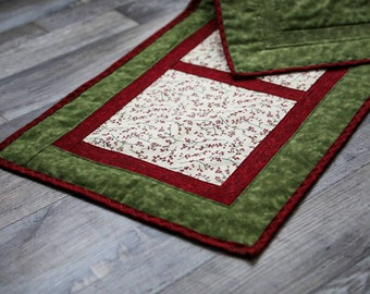 Table Runner, Table topper, quilted table runner, Dresser Scarf, Quilted table runner, Christmas, holly berries, holidays, winter, primitive