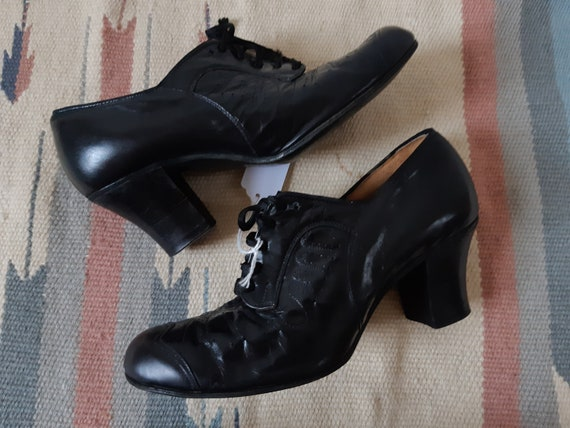 Vintage 1930s leather heeled Oxfords Brogues lace