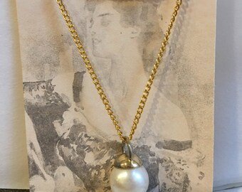 Vintage Goldtone Pearl Necklace. Large 22 mm Pearl Pendant on Goldtone Chain.