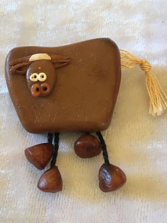 VINTAGES broches à la main. Vache, mouton ou porc broche. De polymère de Polly. En pâte polymère et de soie Plus une épingle sur le dos.