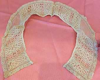 Vintage Tape Lace Peter Pan Style Collar. Tape Lace With Inset Lined Net Lace Triangles and Double Narrow Lace Edge.