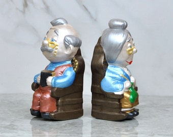 Vintage Grandma And Grandpa Ceramic Statues / Bookends,1985, Signed S Calvin, Knitting, Reading, Old Man, Old Woman, Figurine