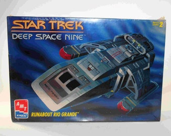 Vintage Star Trek Deep Space 9 Runabout Rio Grande Model Kit AMT #8741 Factory Sealed 1994