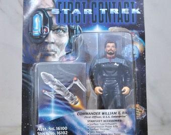 Vintage Star Trek Action Figure Commander William T Riker First Officer USS Enterprise 16100 16102 1996 First Contact, Playmates Figure