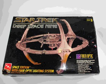 Vintage Star Trek Deep Space 9 Space Station Model Kit With Fiber Optics 1995