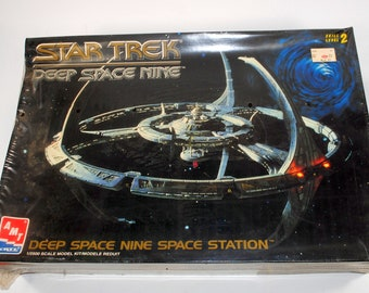 Vintage Star Trek Deep Space 9 Space Station Model Kit AMT #8778 Factory Sealed 1994