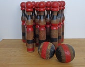 French skittles, old wooden set of 2 balls and 12 skittles, vintage jeu de quilles