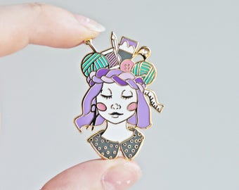 Craft Queen - Gold Plated Hard Enamel Pin Knitters Flair